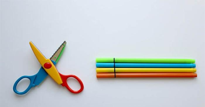 Kéo cắt giấy là dụng cụ cực cần thiết