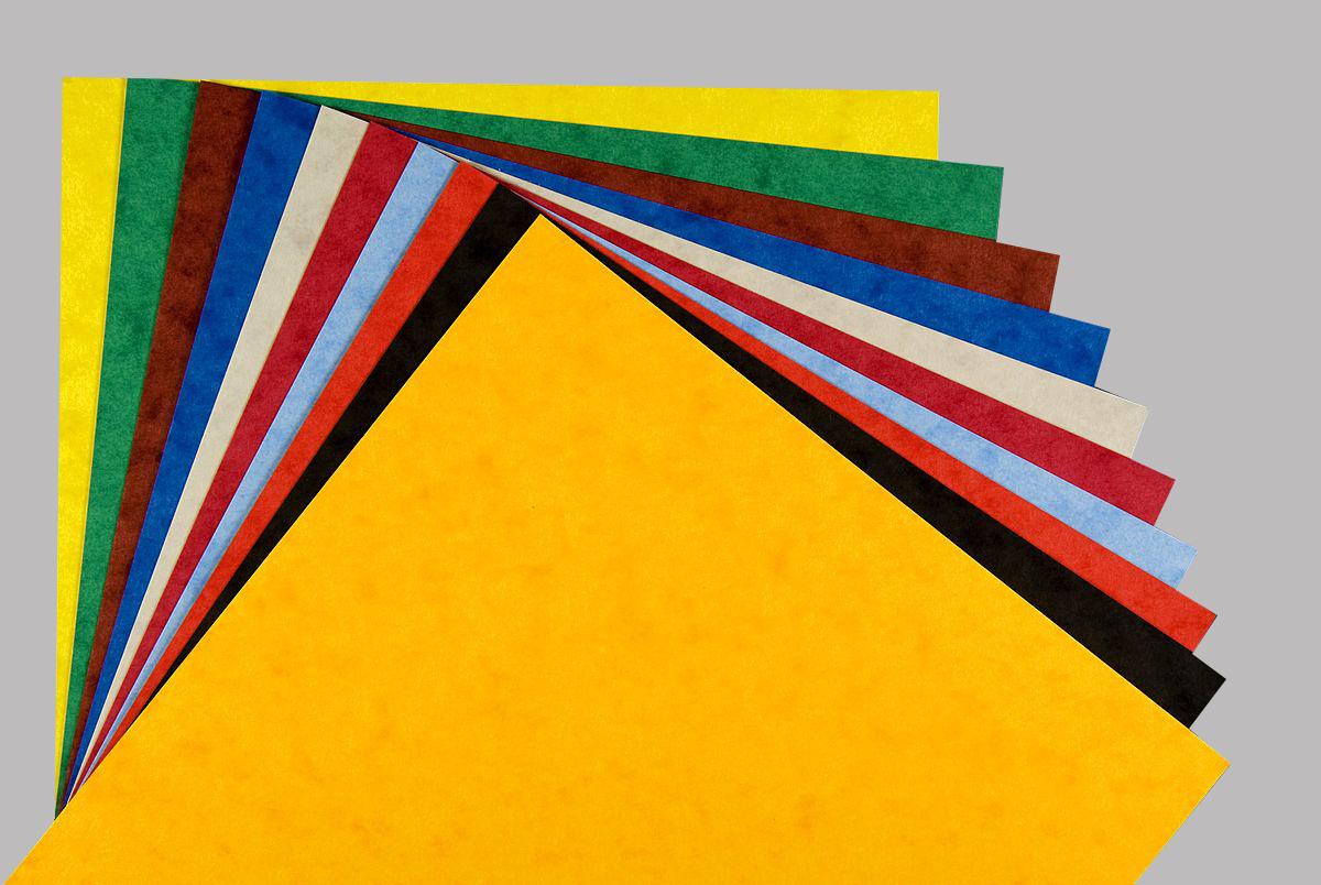 Giấy bìa cứng đa dạng màu sắc và mẫu mã