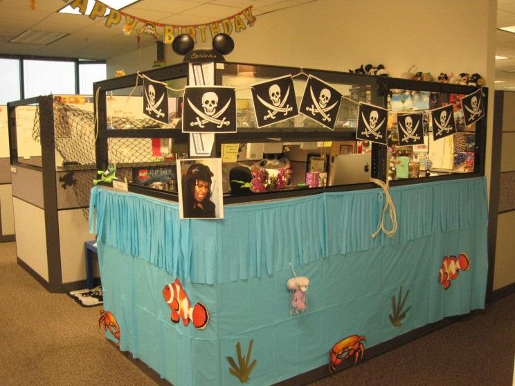 Trang trí văn phòng bằng văn phòng phẩm kinh dị 11