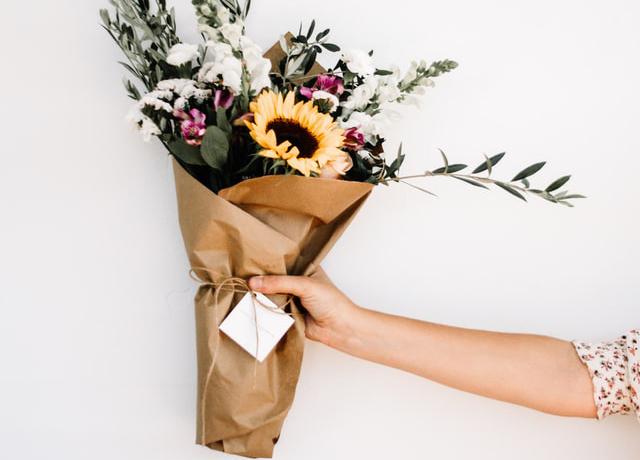 Giấy kraft sử dụng trong gói hoa trang trí