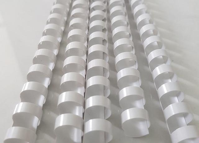 lò xo nhựa độ bền cao thường dùng cho đóng tập sách