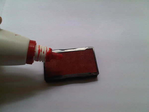 Tra mực vào tampon